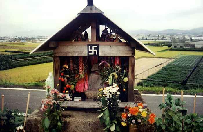 Kleiner bhuddhistischer Tempel auf dem Land